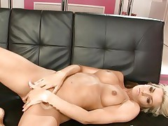 Sweetheart Natasha Marley torments her juicy moist clit