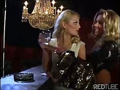 The lesbian luxury bar always provides some sexy pussy licking