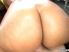 Gymnasim Ass Pounding! w/ Jessica Dawn &  Julissa James