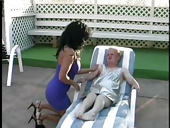 lucky midget getting blowjob from a hot chick