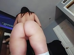 Boyfrend oils butt of gorgeous playgirl previous to banging her snatch